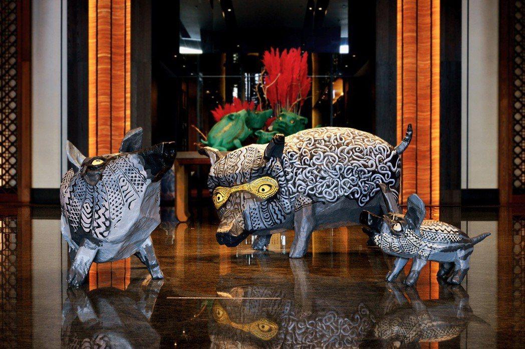 排灣族藝術家-巴豪嵐・吉嵐為「原動力革命」所創作的山豬雕塑,近50隻充滿故事且特...