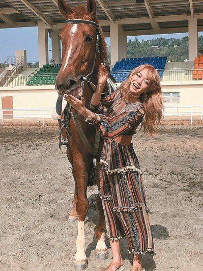 花博后里馬場園區今天下午傳出女子摔落馬匹意外,造成髖關骨疼痛,送醫觀察中。(示意...
