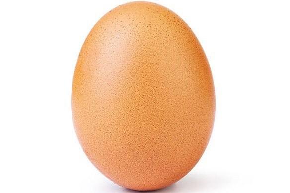 這顆蛋的照片獲得超過5200萬個讚,是IG最高紀錄。(取自IG)