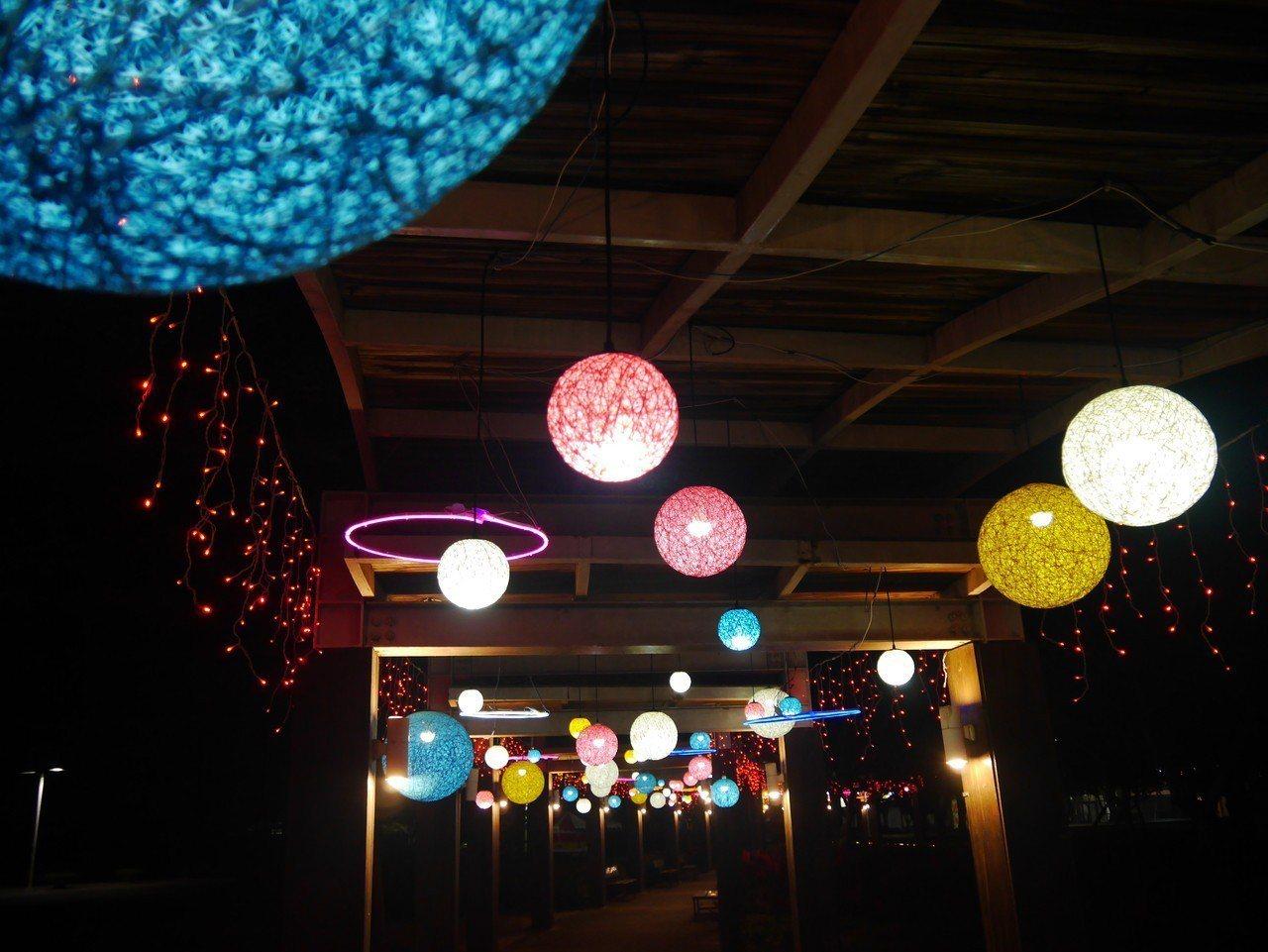 花在彰化的賞燈活動今晚正式在溪州公園登場。記者何烱榮/攝影