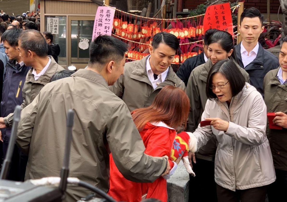 總統蔡英文今天特別以一段台語的錄音在LINE上向民眾拜年。 記者葉英豪/攝影