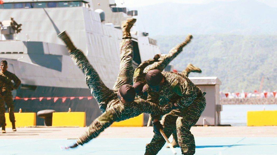 海軍司令部原計畫採購鎮暴槍等武器執行反劫船任務,但因與當前政策不符,最後自行撤回...
