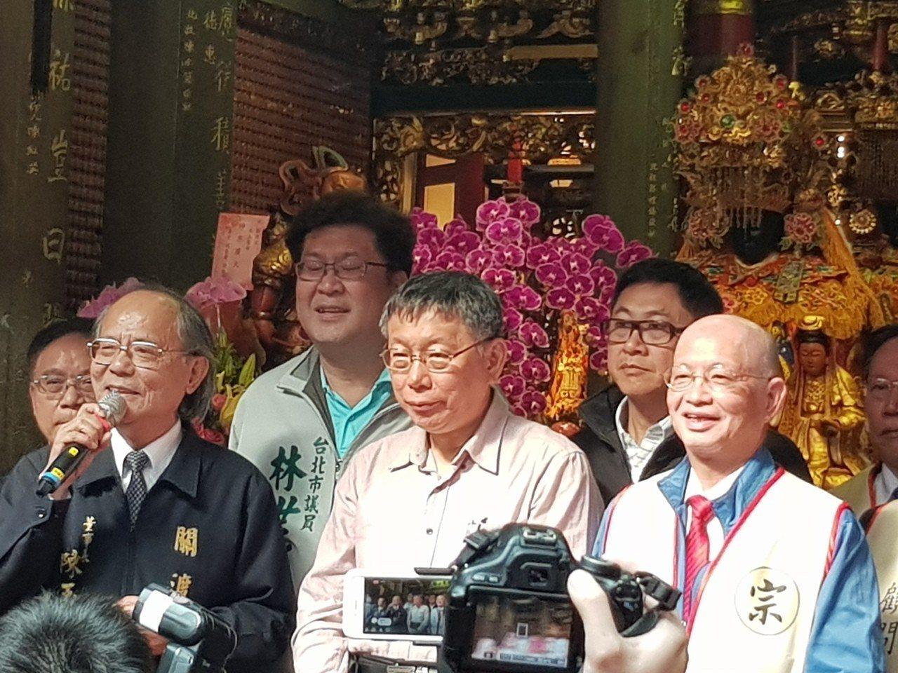台北市長柯文哲今早到關渡宮參拜。記者翁浩然/攝影