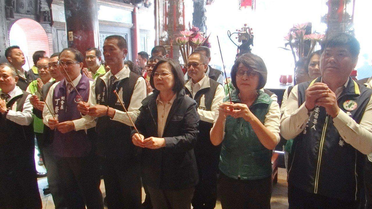 總統蔡英文今天上午到北港朝天宮參拜媽祖祈求國泰民安。記者蔡維斌/攝影