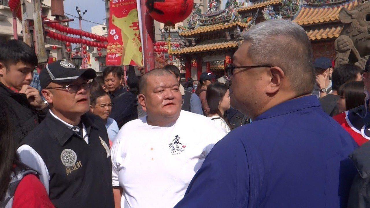 曾向韓國瑜下跪而走紅的「髮蠟哥」陳將才也到場,一度引起警方關注。記者蔡維斌/攝影