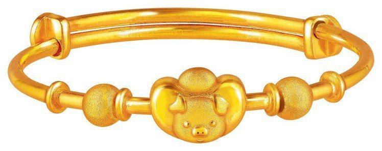 周大福「長命富貴」黃金嬰兒手鐲,約0.25兩起,價格店洽。圖/周大福提供