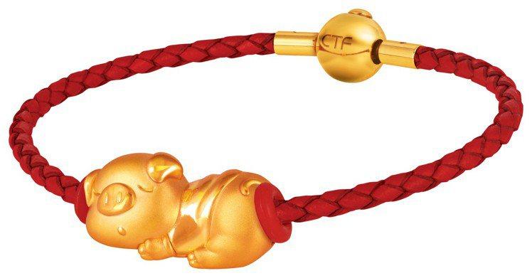 周大福「乖乖豬」黃金Q版轉運珠含手繩,8,400元起,價格店洽。圖/周大福提供