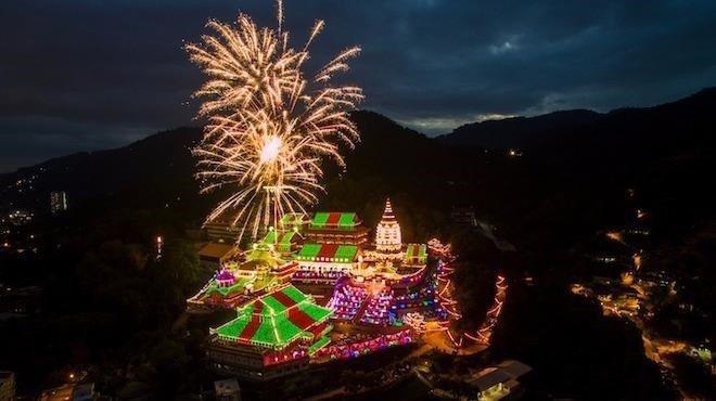 極樂寺春節燈會。圖/馬來西亞觀光局提供