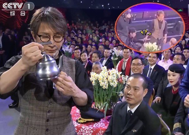 魔術師劉謙登上大陸央視春晚節目表演「魔壺秀」,但現場觀眾用手機拍到「穿幫畫面」。...