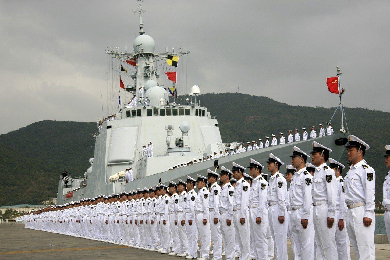 中國海軍護航編隊以實際行動展現擔當大國責任的滿滿誠意,贏得國際社會的廣泛讚譽。 ...