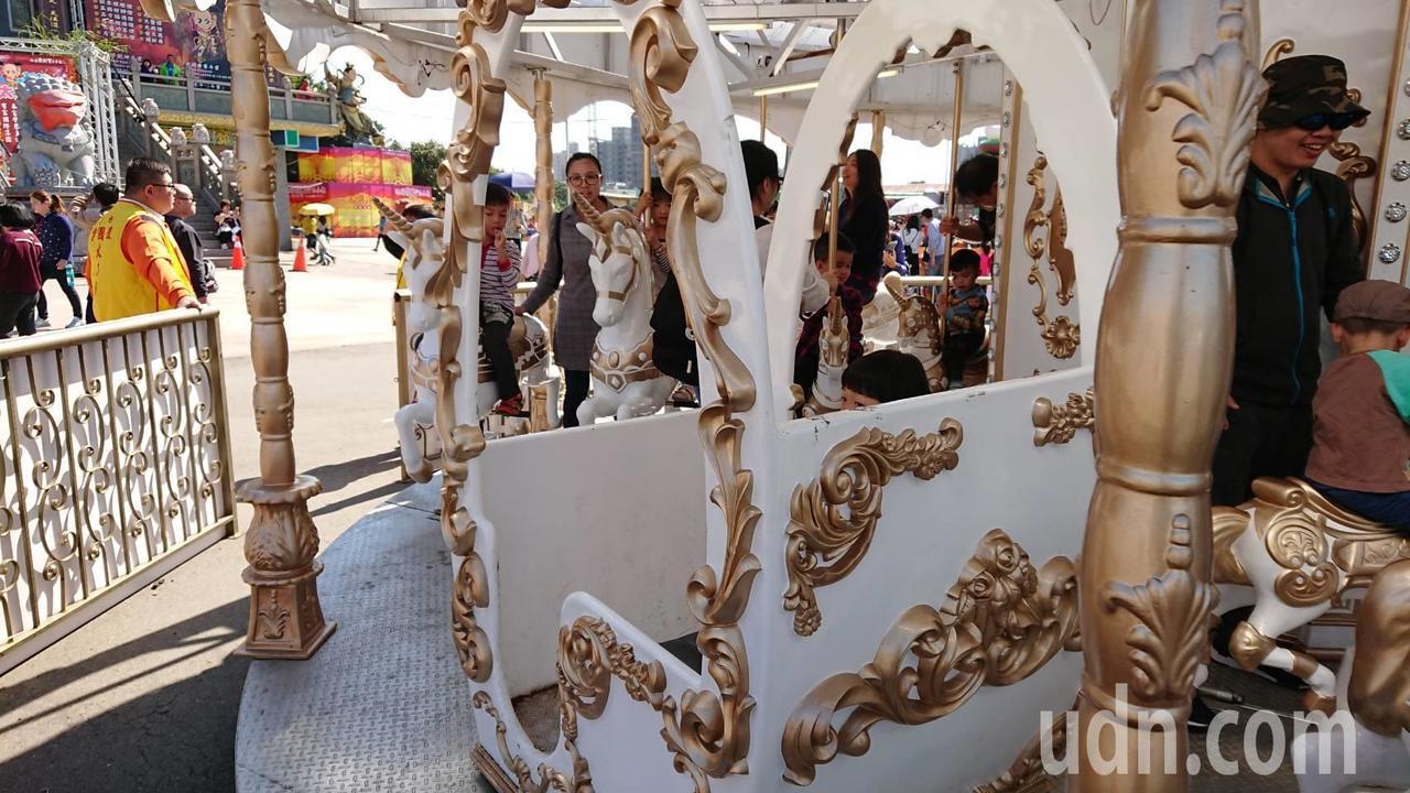 北台灣最大間三太子廟桃園護國宮,今年春節期間打造「太子遊樂園」,旋轉木馬、小火車...