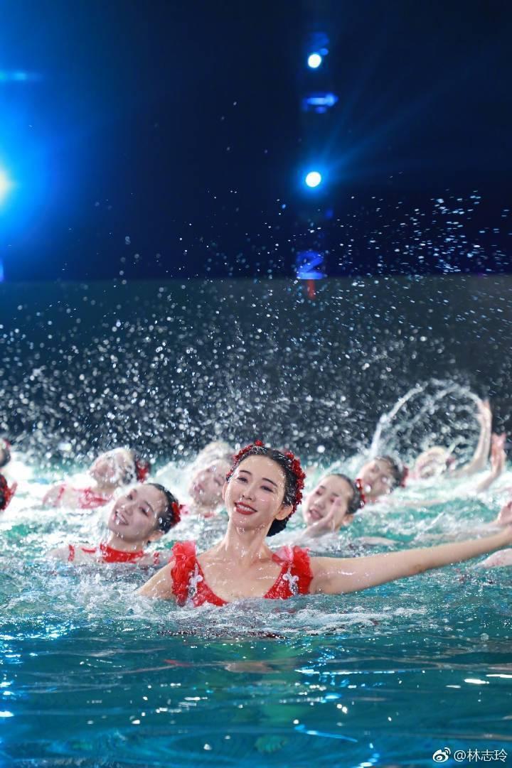 林志玲春晚跳水引發爭議話題  圖/摘自微博