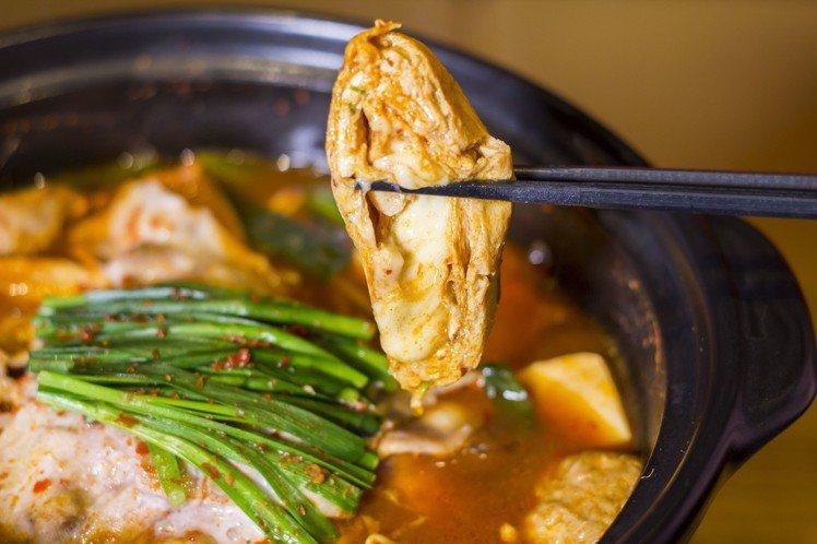 Akakara新推出的玉子燒鍋,可品嚐到起司玉子燒在味噌辣湯中的交融滋味。圖/赤...