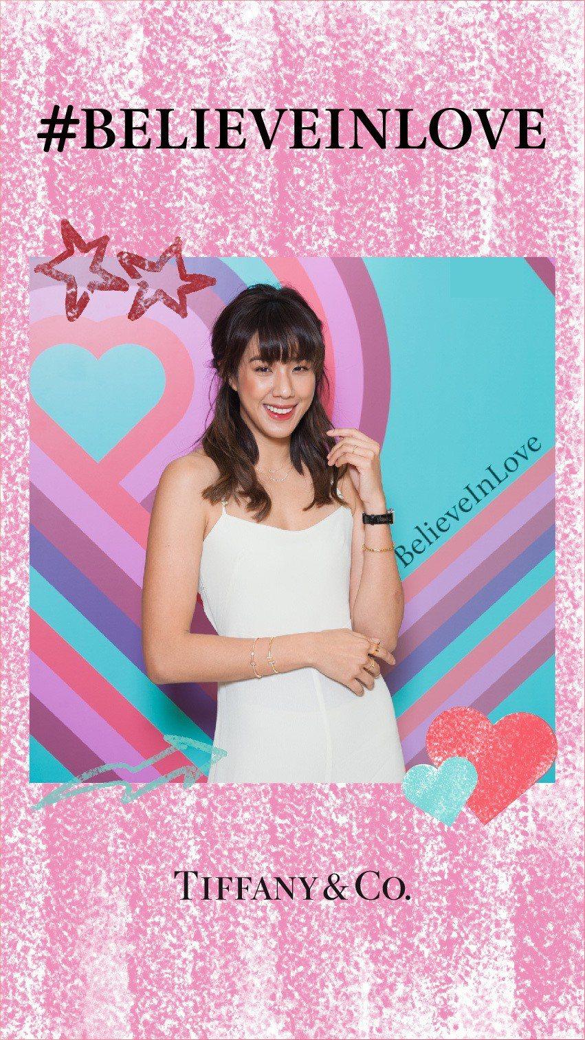 網路紅人An9lina體驗Tiffany線上情人節主題粉色款相框。圖/Tiffa...