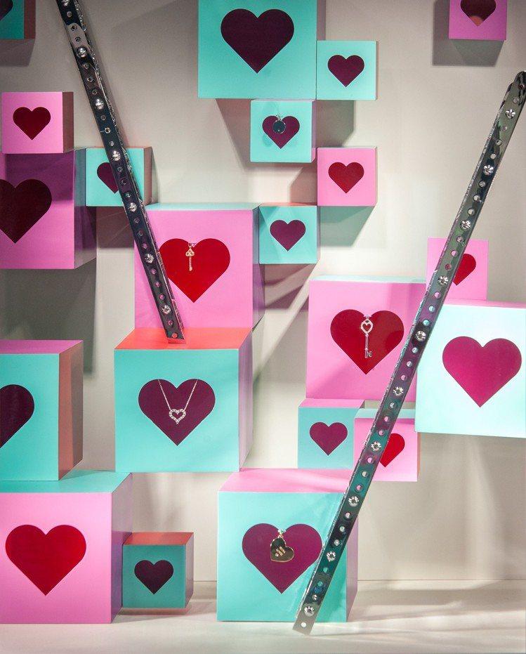 Tiffany的情人節櫥窗以愛心圖案強力放閃。圖/Tiffany & Co. 提...