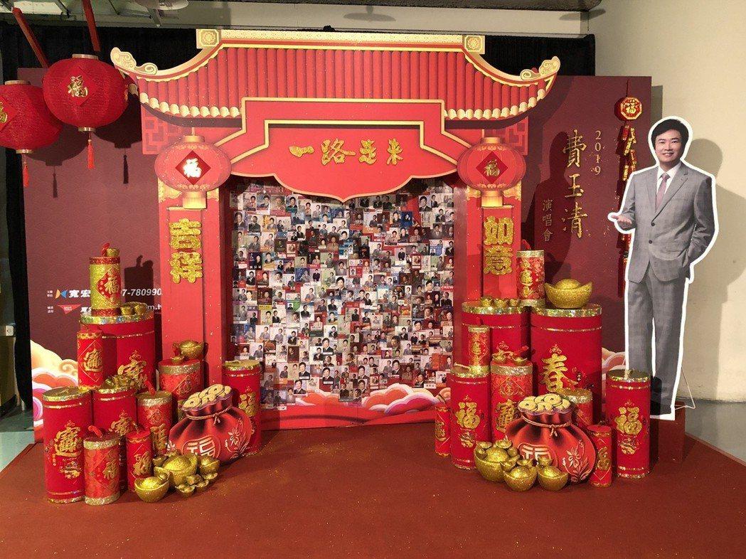 小巨蛋場內特別添加年節氣氛的布置看板。記者林士傑/攝影