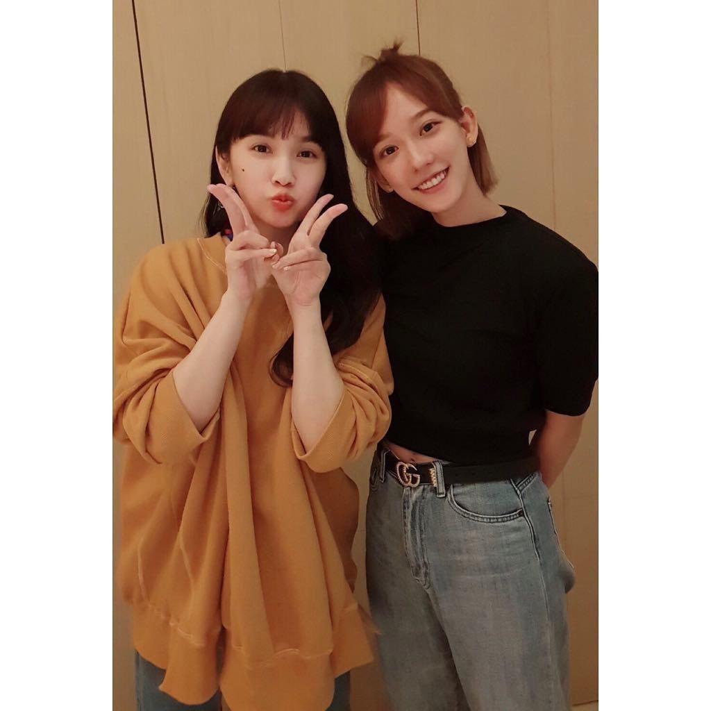 孟耿如(右)和偶像楊丞琳同框。圖/摘自臉書