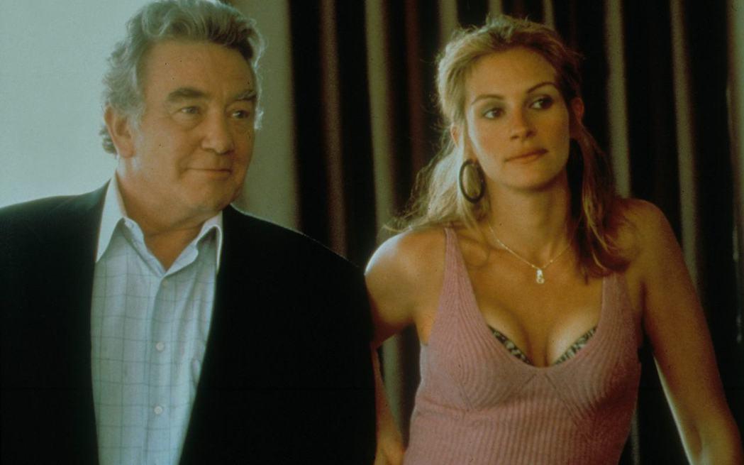 亞伯芬尼曾與茱莉亞羅勃茲合演「永不妥協」。圖/翻攝自IMDb