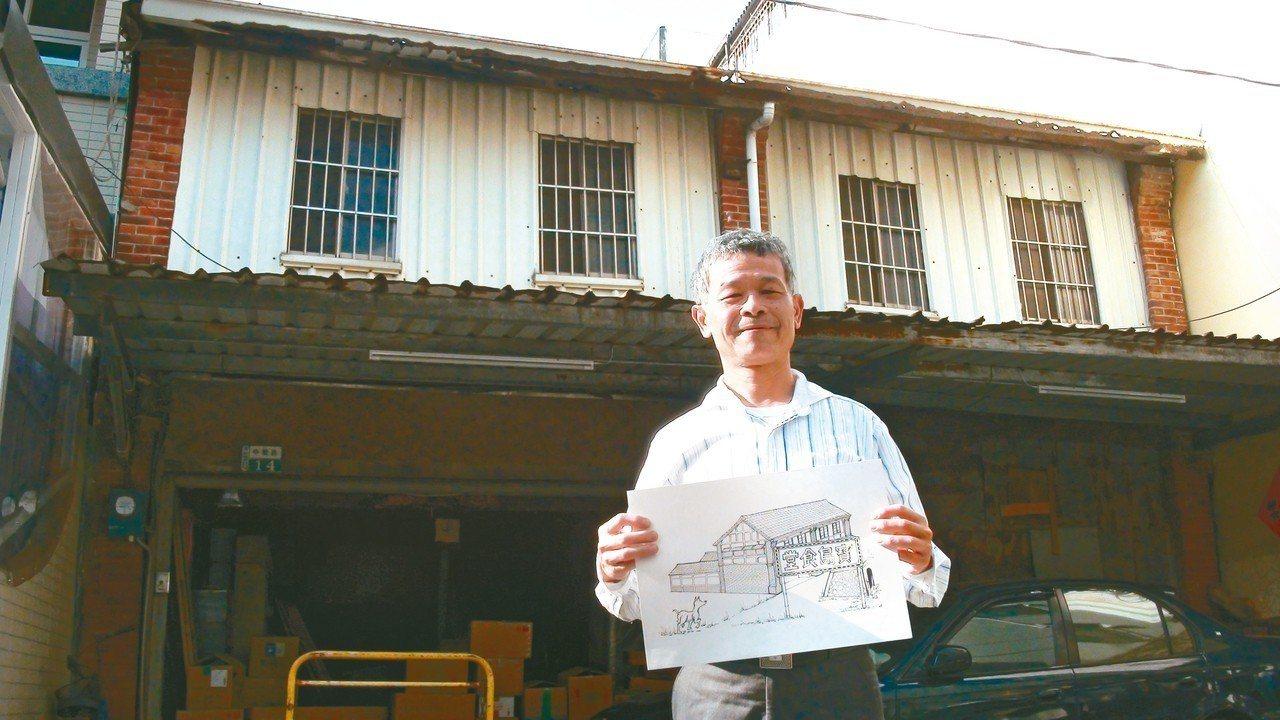 藥局老板吳嘉文用心描繪早期民雄鬧區地圖。 記者謝恩得/攝影