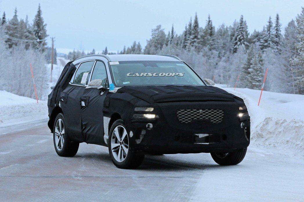 全新Genesis GV80測試偽裝車。 摘自Carscoops