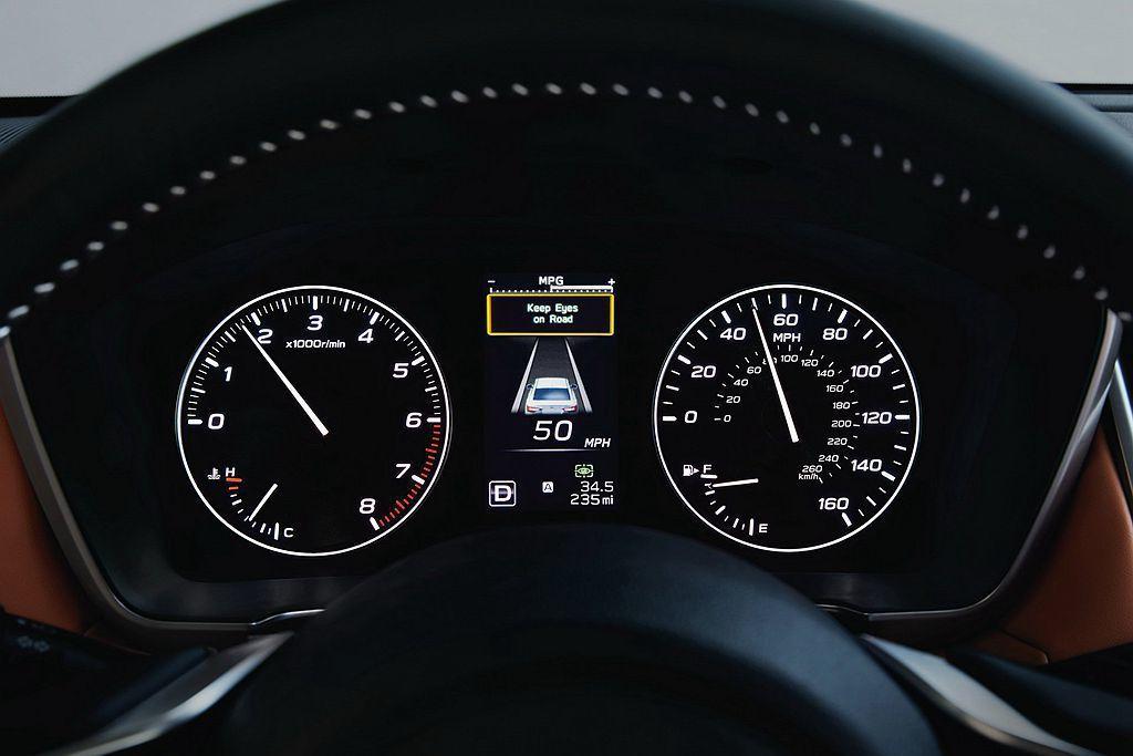 全新第七代Subaru Legacy導入等級更高的自適應巡航控制系統,當車輛巡航時若偏離車道,系統將會自動導正車輛回到原行駛車道。 圖/Subaru提供