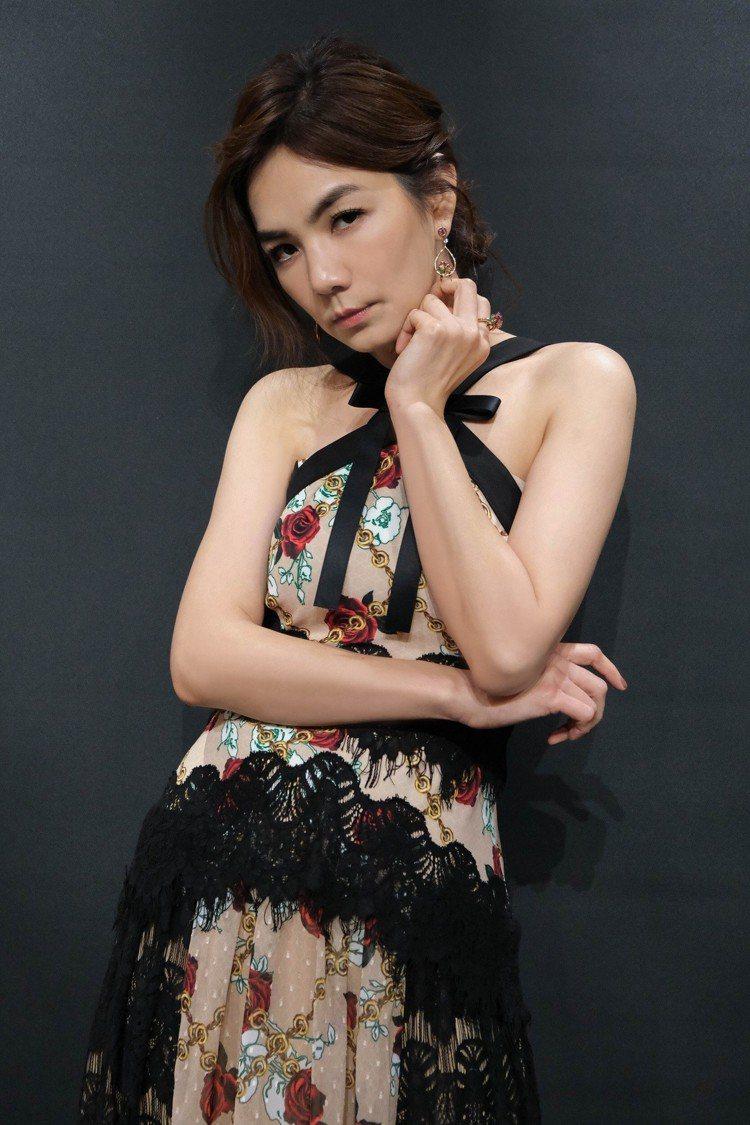Ella 陳嘉樺配戴寶詩龍動物系列百萬珠寶登紅白大賞。圖/寶詩龍提供