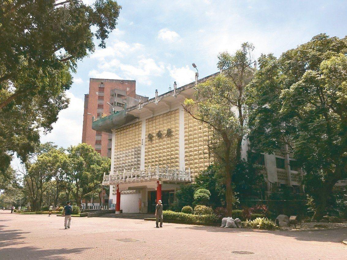 台灣大學鹿鳴堂以原名「僑光堂」登錄為台北市歷史建築。 圖/台北市文化局提供