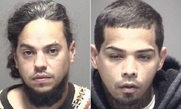 32歲的嫌犯希門尼斯(右)和35歲的盧戈(左)本月初行搶一對德州老夫妻,隨後遭警...