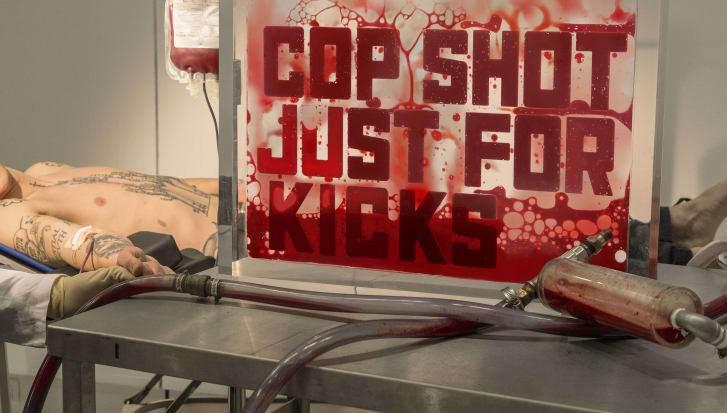 展覽現場有醫生或護士為參觀民眾抽血。取自CNN