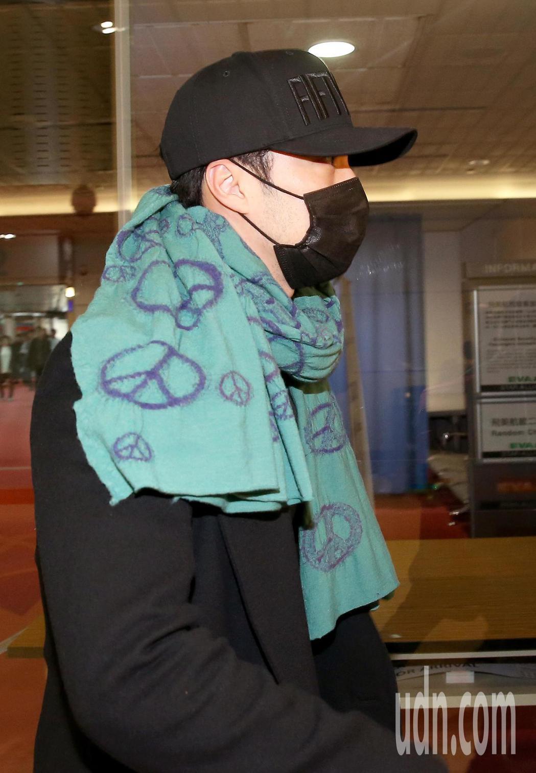 南韓藝人蘇志燮9日下午搭機抵達桃園機場,準備出席10日在台北的粉絲見面會。蘇志燮...