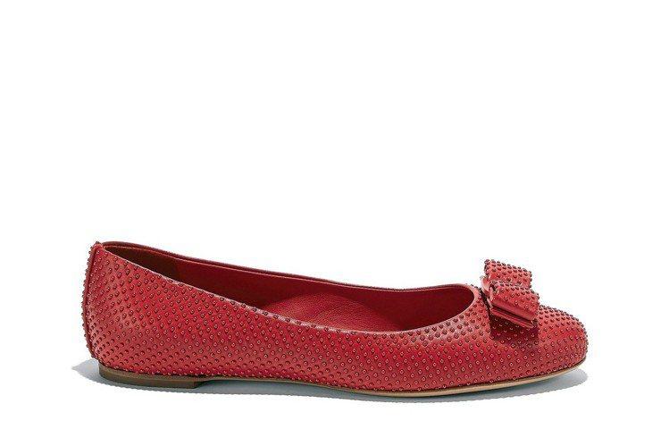 VARINACH紅色山羊皮平底鞋,29,900元。圖/Ferragamo提供