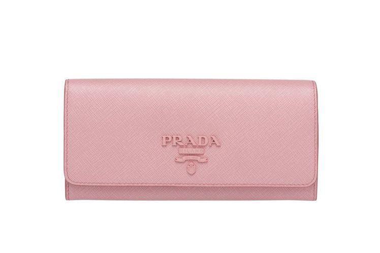 Saffiano粉色Logo長夾,22000元。圖/PRADA提供