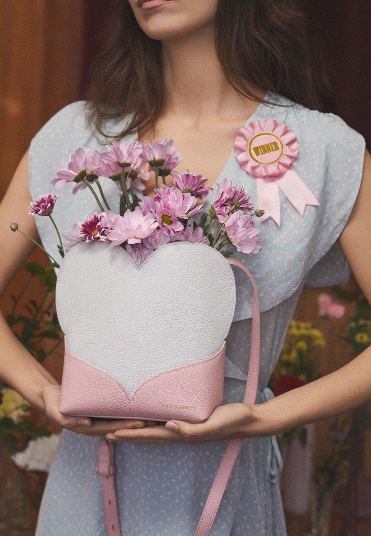 心心相印肩背包(白),12,800元。圖/LULU GUINNESS提供