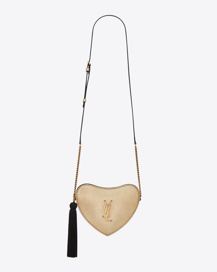 香檳金愛心流蘇肩背包,58,500元。圖/SAINT LAURENT提供
