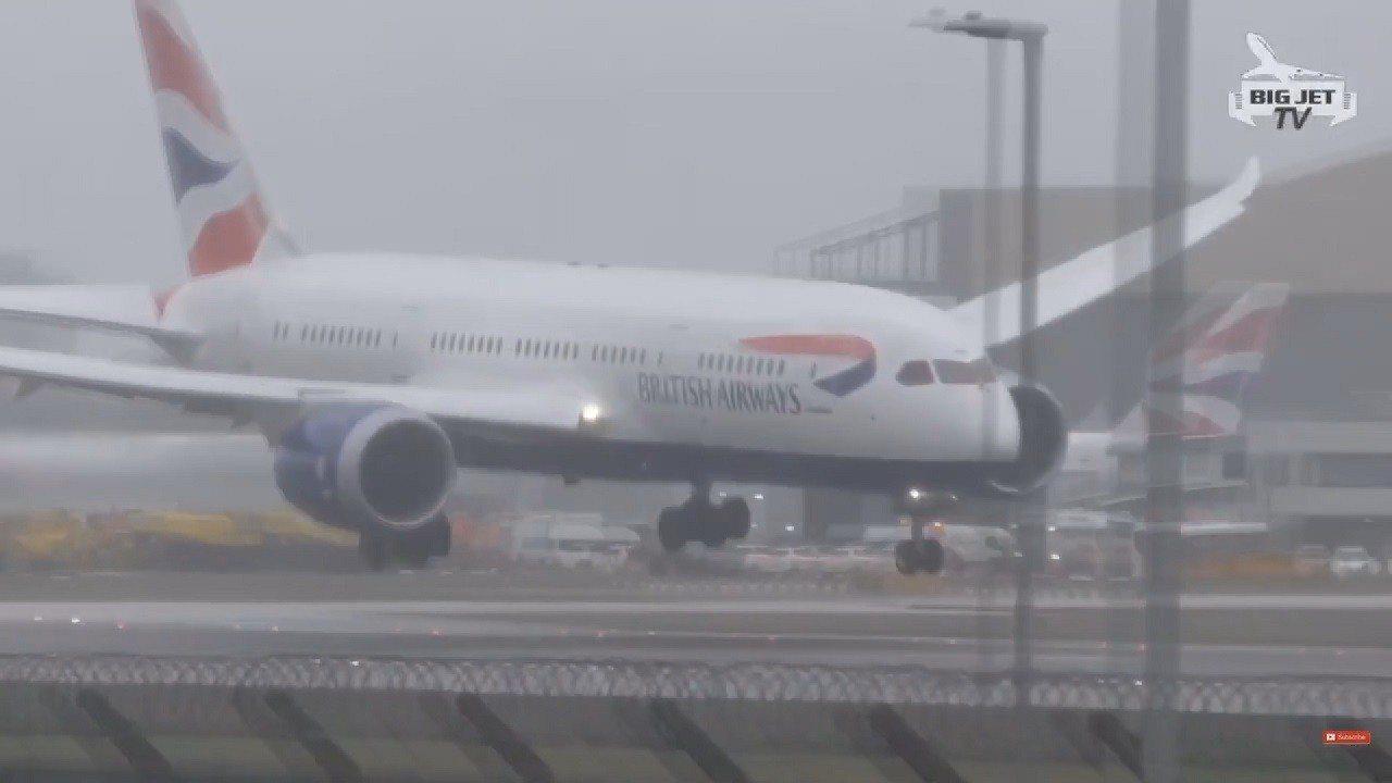 從印度海德拉巴飛往倫敦的英國航空BA 276班機8日將降落希斯洛機場,卻被颶風「...