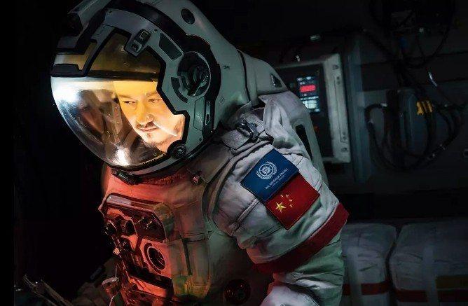 吳京特別演出的「流浪地球」,大陸票房已破14億人民幣(約新台幣64億)。圖/摘自...