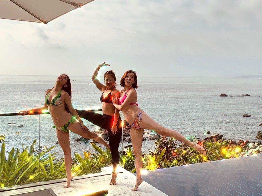 廖家儀招待好姐妹郭亞棠、舞蹈老師到自家豪宅游泳池春游。圖/廖家儀提供
