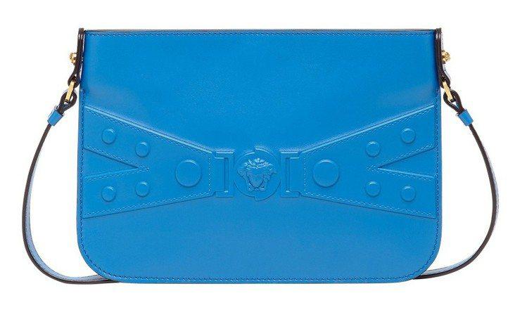 Versace Tribute X 系列寶藍斜揹袋,37,000元。圖/Vers...
