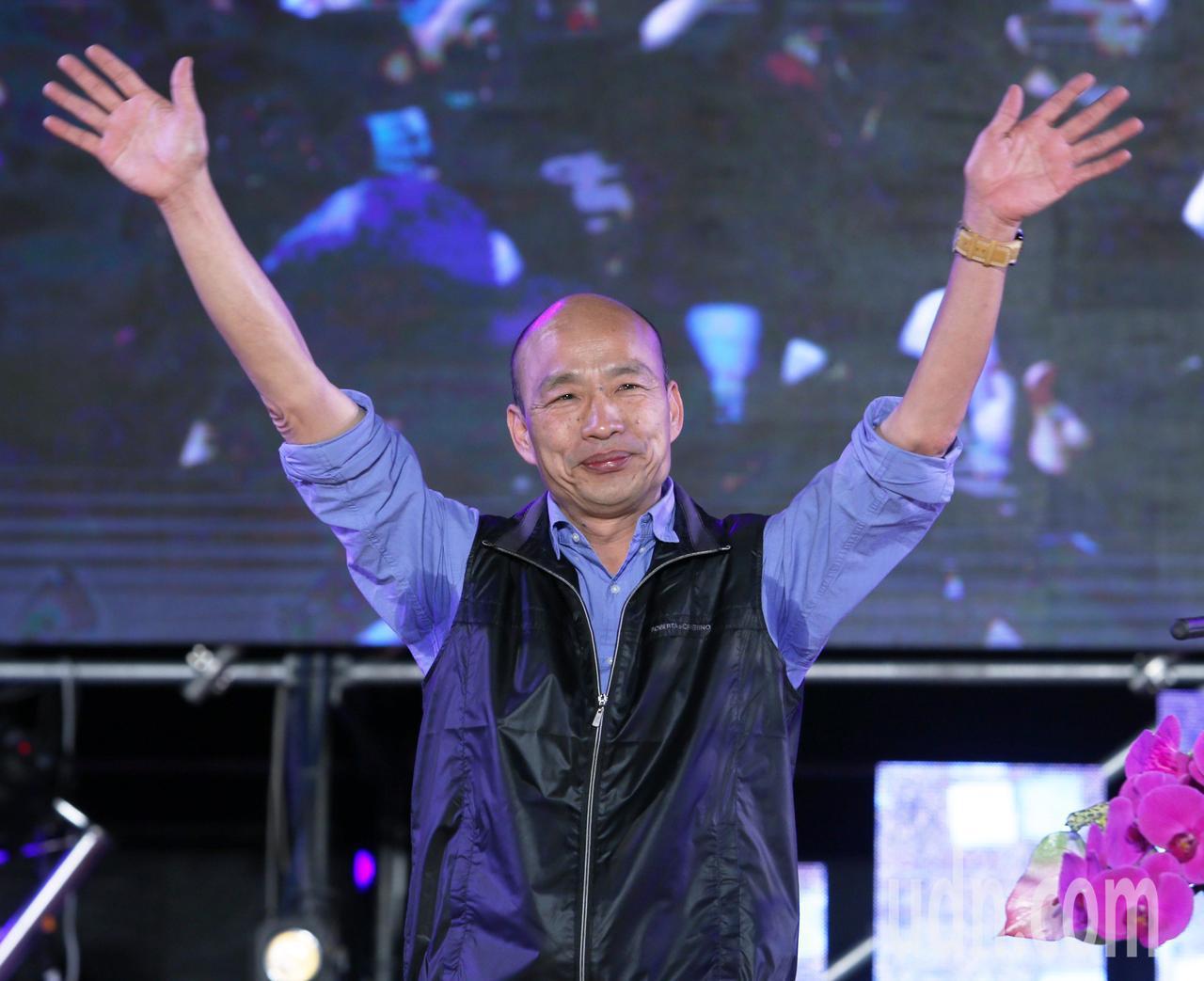 高雄市長韓國瑜今晚參加高雄燈會金銀河開幕活動,場面熱烈。記者劉學聖/攝影