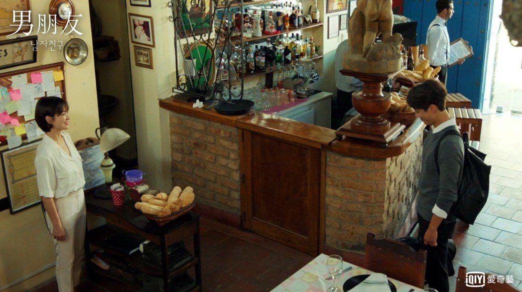 朴寶劍和宋慧喬在古巴的餐廳取景。圖/愛奇藝台灣站提供