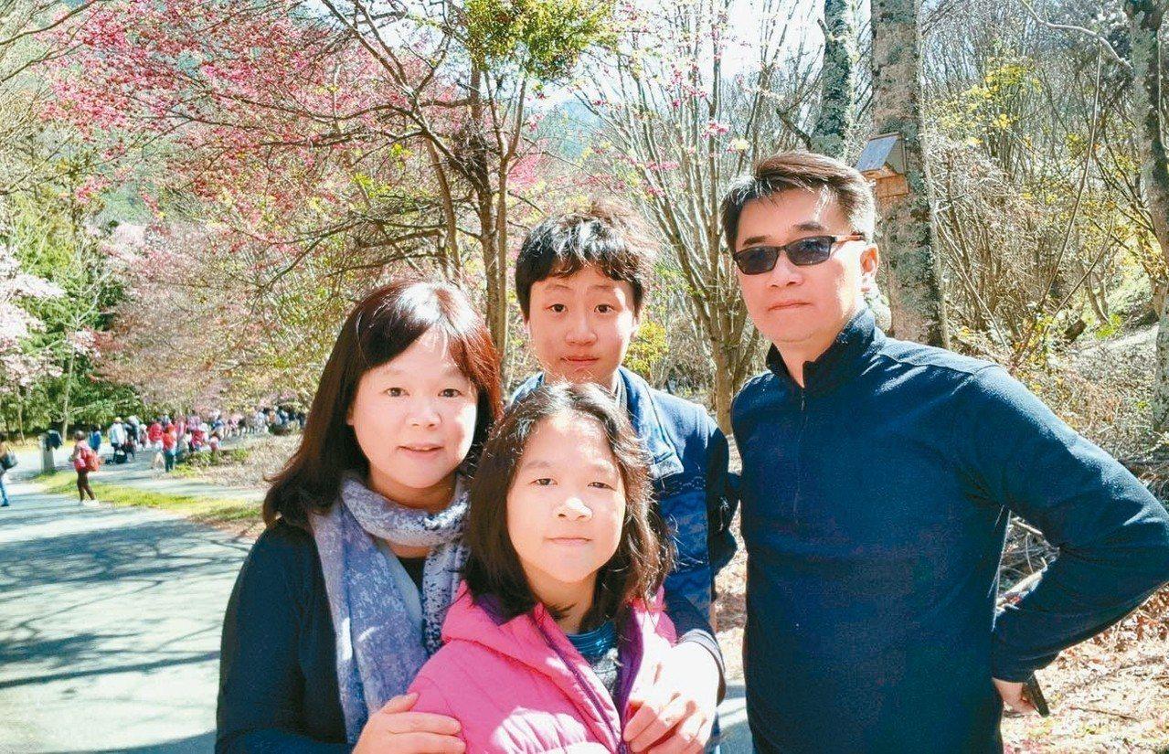 廖林彥(右一)、蔡馥嚀(左一)夫妻,長期為台灣環境保育出力,家人全力支持。 圖/...