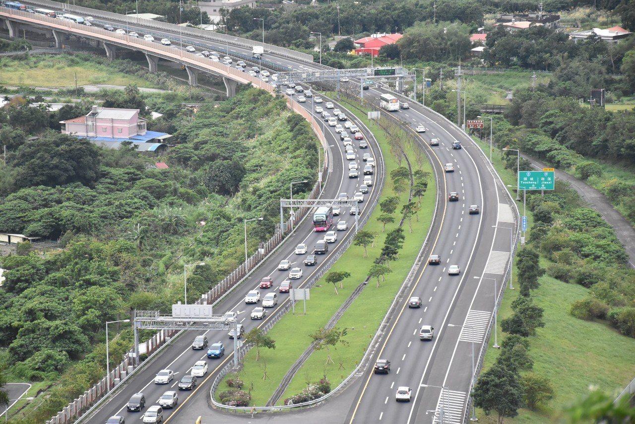 高公局建議國道北上用路人,盡量於上午十時前出發。 記者江婉儀/攝影