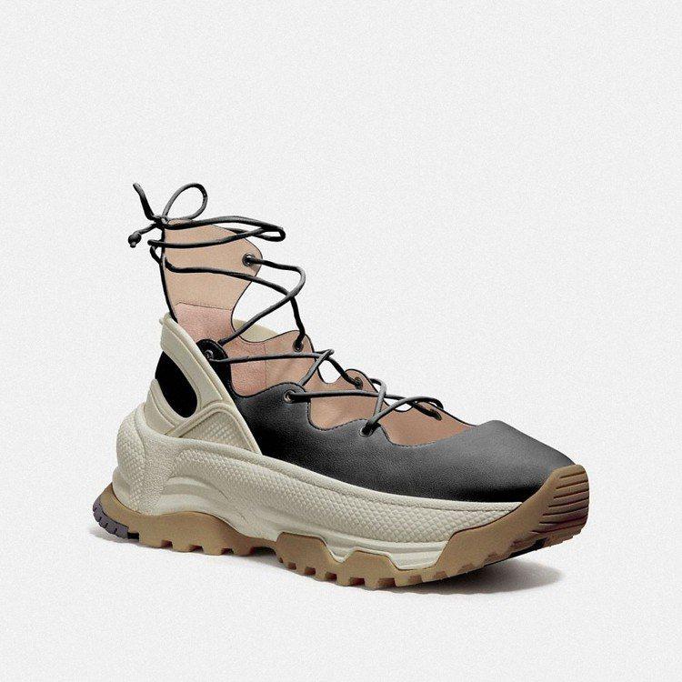 綁帶芭蕾舞休閒鞋,14,800元。圖/Coach提供