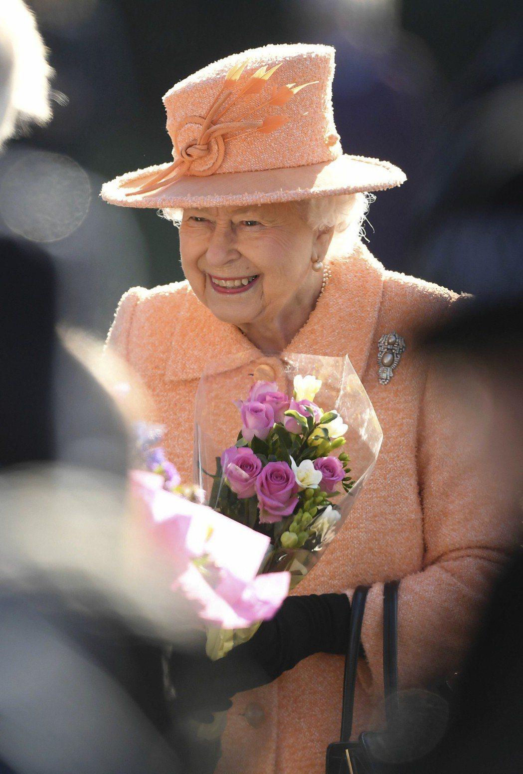 英國伊麗莎白女王二世是全世界在位時間最長的君主。 (美聯社)