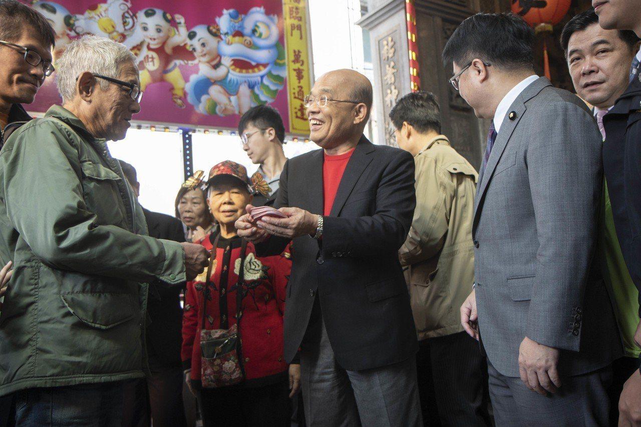 蘇貞昌「衝衝衝」小紅包上的年份居然是去年。 記者王敏旭/攝影