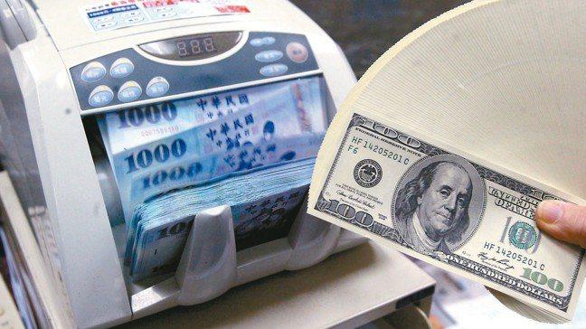 每年農曆年節過後,國銀都會推出應景的高利定存理財方案,提供客戶選擇。 報系資料照