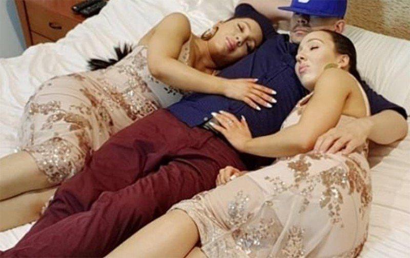 澳洲一對雙胞胎姊妹花同時愛上一名男子,三人同居夜夜床戰。 圖擷自Daily Ma...