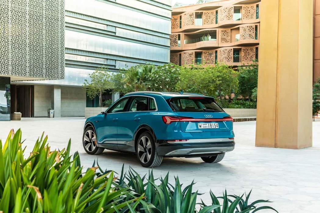 E-Tron也搭載了全新電動quattro四輪驅動系統。 摘自Audi