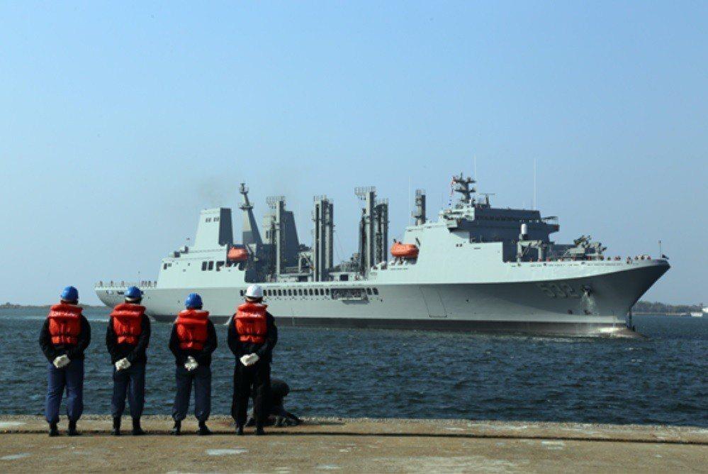立法院預算中心認為,近20年來,海軍委由國內船廠建造的船艦數量有限,實際交船者僅...