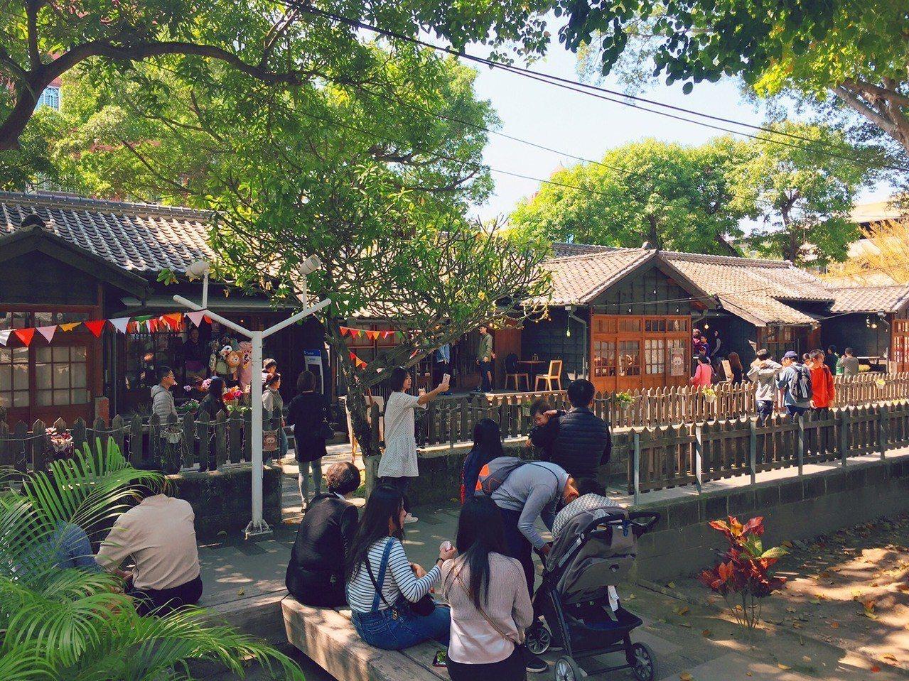 雲林斗六雲中街生活聚落是日治時期警察宿舍群,現在是在地青年創意與產業延伸的基地。...